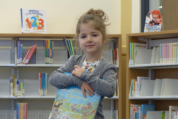 bibliotheque-fillette-conte